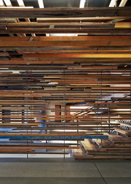 Arquitectura_ Nishi Commercial lobby Hote__espacios envueltos por madera