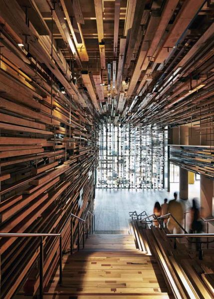 Arquitectura_ Nishi Commercial lobby Hotel_imagen desde dentro del vestibulo