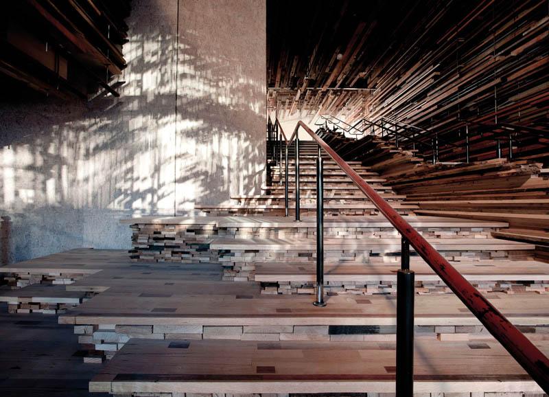 Arquitectura_ Nishi Commercial lobby imagen del hormigón y madera escalera