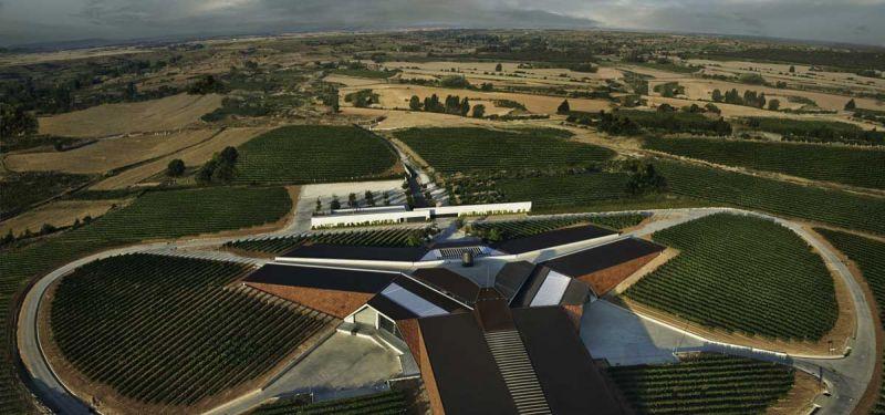 arquitectura bodegas portia grupo faustino Foster and Partners imagen exterior aerea 2