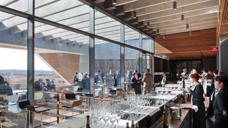 arquitectura bodegas portia grupo faustino Foster and Partners imagen interior restaurante