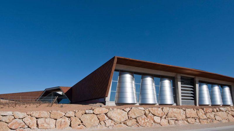 arquitectura bodegas portia grupo faustino Foster and Partners imagen exterior bidones