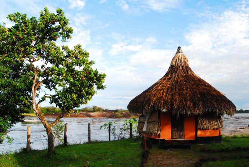 Arquitectura_Orinoquia Lodge - vista fachada exterior churata