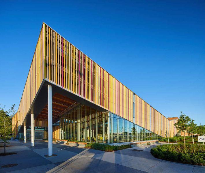 arquitectura_Perkins_Will_Albion_Library_acceso