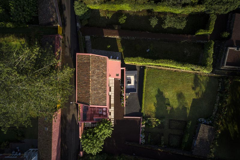 Arquitectura_pink_house_rehabilitacion establo_imagen general parcela