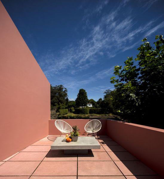 Arquitectura_pink_house_rehabilitacion establo_ terraza parte superior cocina