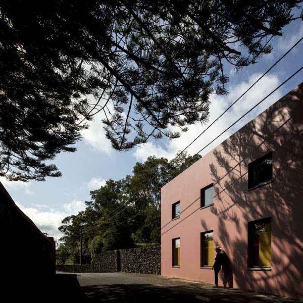 Arquitectura_pink_house_rehabilitacion establo_ facahada norte