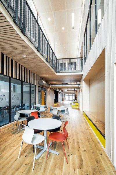 arquitectura_PIR II_new evjen school-architonic_corredor