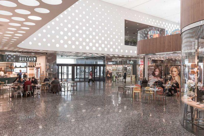 Centro comercial coop.fi en Arezzo Piuarch arquitecturayempresa fotografia restaurante
