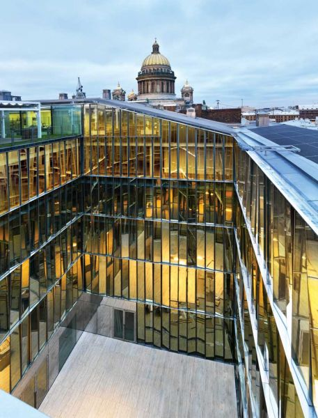 Centro de negocios Quattro Corti Piuarch arquitecturayempresa fotografia patio colores