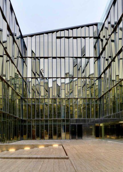 Centro de negocios Quattro Corti Piuarch arquitecturayempresa fotografia patio