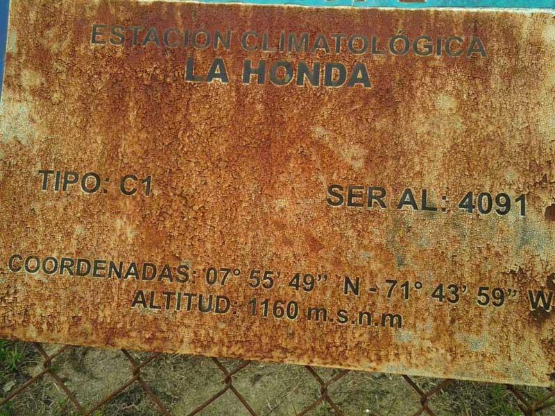 Arquitectura_Potosi_pueblo sumergido_ letrero de embalse La Honda