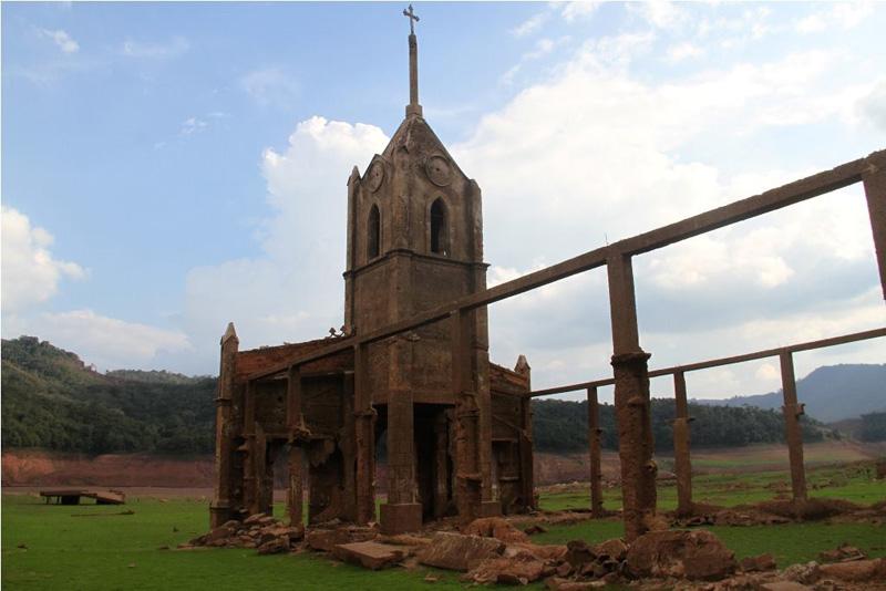 Arquitectura_Potosi_pueblo sumergido_ ruinas iglesia