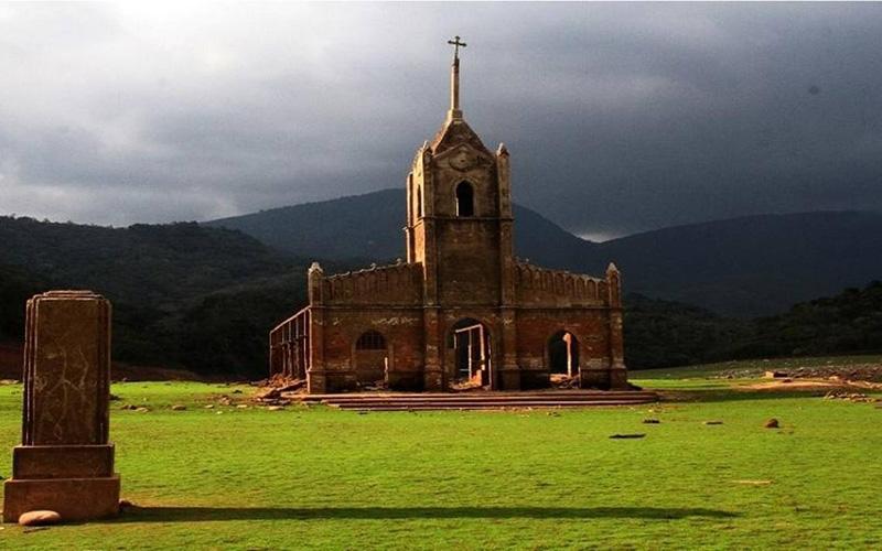 Arquitectura_Potosi_pueblo sumergido_ actual ruinas de iglesia