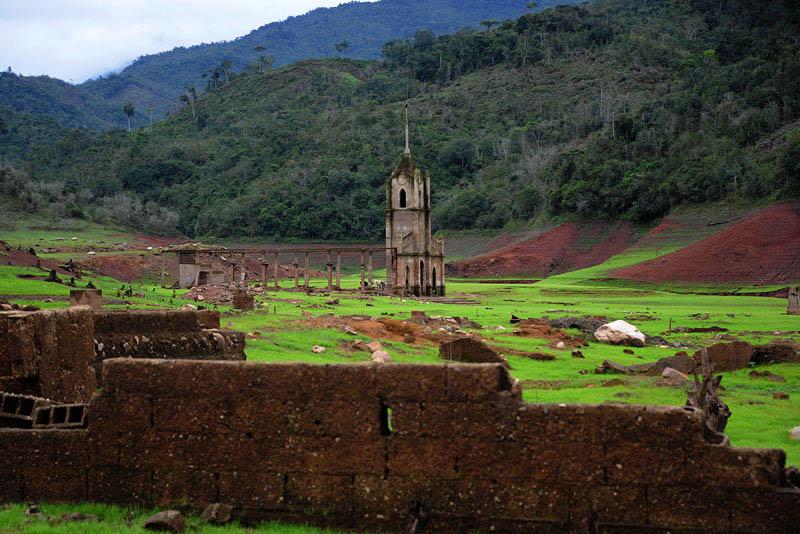 Arquitectura_Potosi_pueblo sumergido_ imagen de la iglesia actual