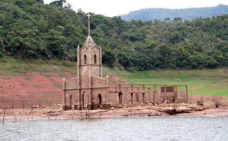 Arquitectura_Potosi_pueblo sumergido_ zona de acceso