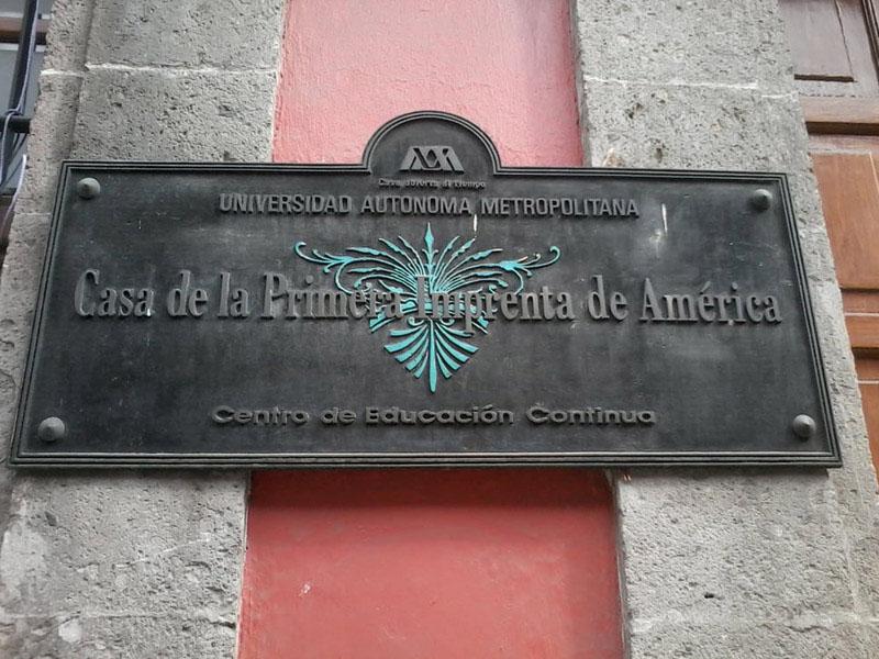 Arquitectura_ Primer Imprenta en America detalle de placa