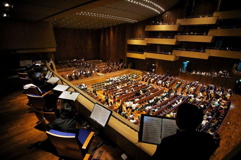 arquitectura Architects 49 Limited auditorio Prince Mahidol Hall fotografia interior auditorio