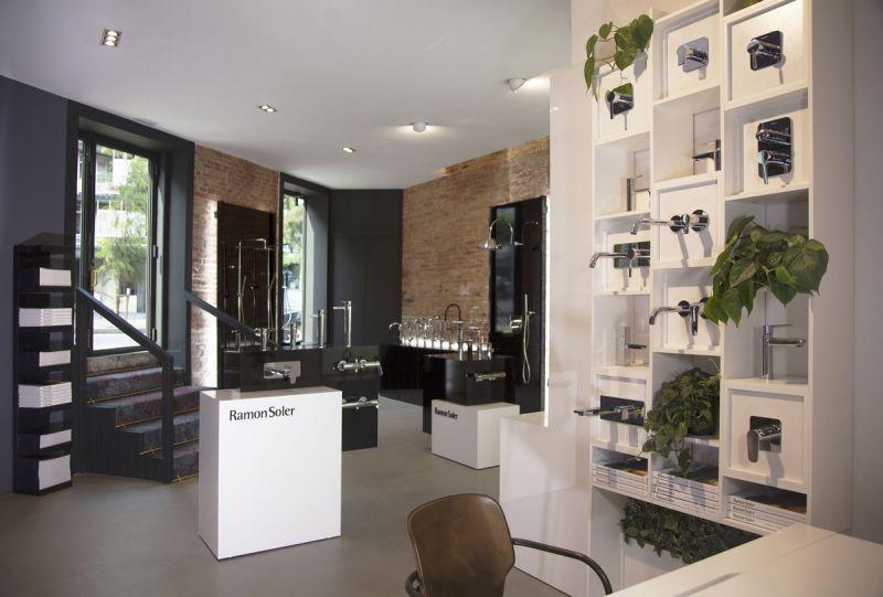 arquitectura Espacio Flagship Store de Ramon Soler en Barcelona fotografia interior acceso
