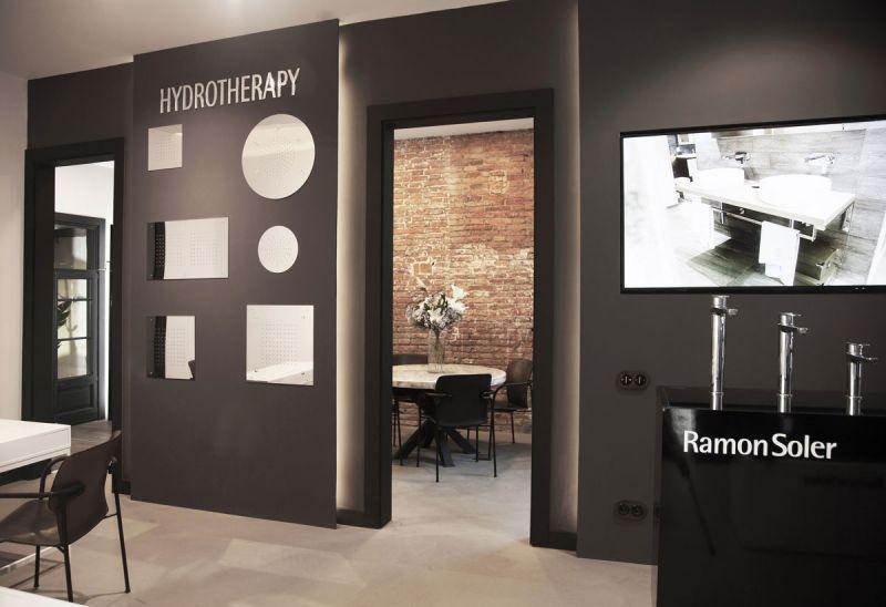 arquitectura Espacio Flagship Store de Ramon Soler en Barcelona fotografia interior hidroterapia