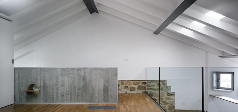 Arquitectura_ Rehabilitación Casa en Porto de Bares_imagen zona doble altura