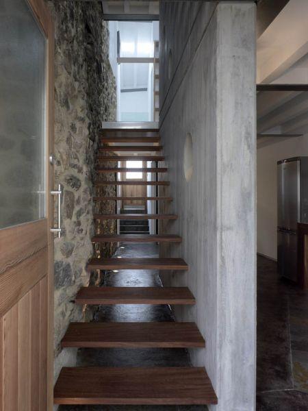 Arquitectura_ Rehabilitación Casa en Porto de Bares_ imagen escalera muro