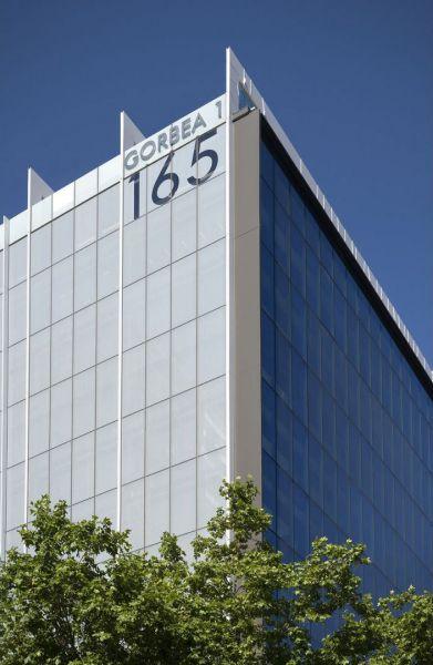 arquitectura estudio L35 rehabilitacion edificio gorbea 1 madrid foto exterior vertical esquina edificio