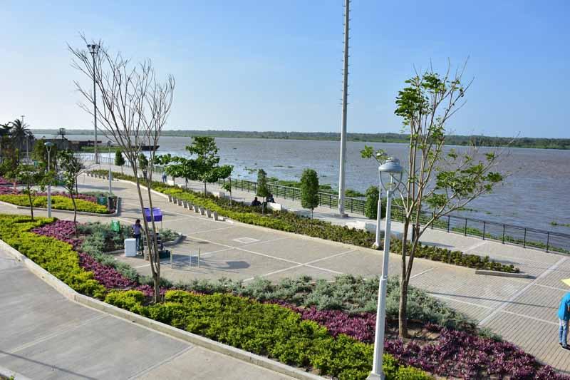 Arquitectura rehabilitación Malecon Barranquilla_zona de paseo y jardin