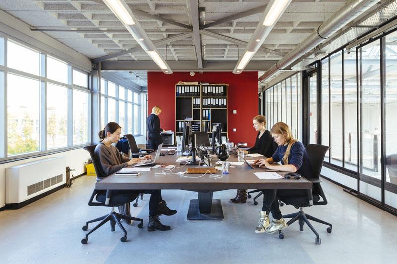 Arquitectura_ rehabilitacion_StudioRoosegaarde_sala reuniones trabajo