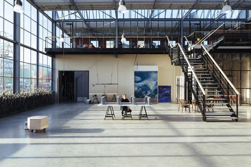 Arquitectura_ rehabilitacion_StudioRoosegaarde_interior doble altura escalera