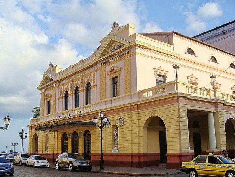 arquitectura_ Rehabilitación teatro nacional_Panama.- vista exterior acceso