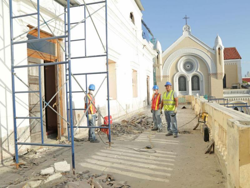 arquitectura_ Rehabilitación teatro nacional_Panama_vista de andamios en fachadas