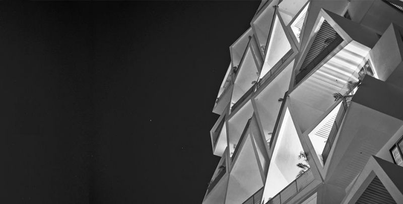 arquitectura_Sanjay Puri_detalle balcones nocturno