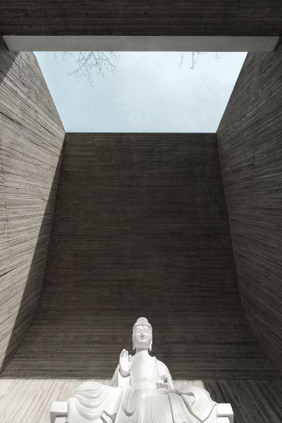 arquitectura_santuario budista_sala meditación