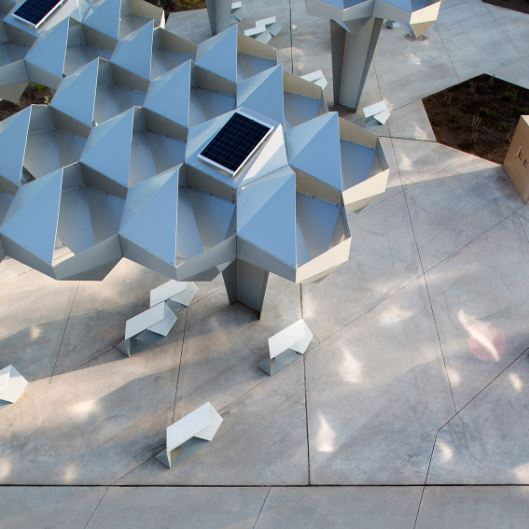 arquitectura_Shadow-Play-by-Howeler-and-Yoon-Architecture_placas solares