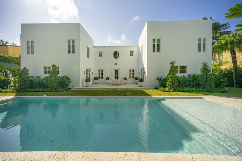 arquitectura_Skinner House_ rehabilitacion art deco_ miami _piscina y jardin