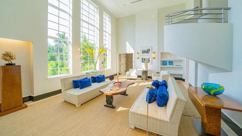 arquitectura_Skinner House_ rehabilitacion art deco_ miami _sala de estar ventanales