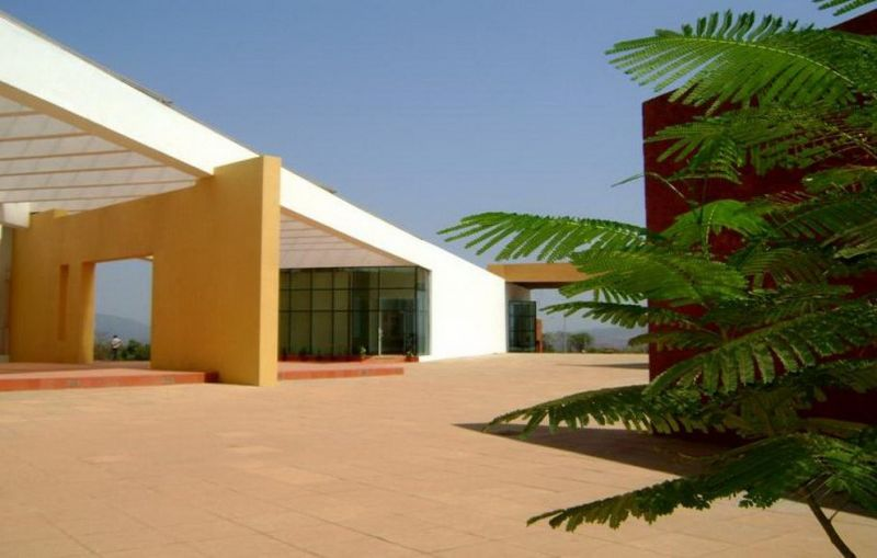 arquitectura_Somaya y Kalappa_Goa Institute os Management_exterior 1