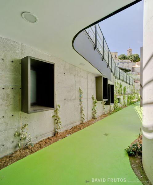 arquitectura sostenible_el jardín que produce agua-edificación 2