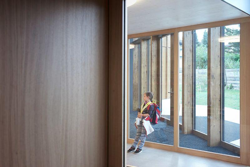 arquitectura sostenible_escuela Suiza_Skop_accesos
