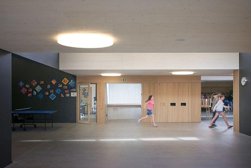 arquitectura sostenible_escuela Suiza_Skop_aulas