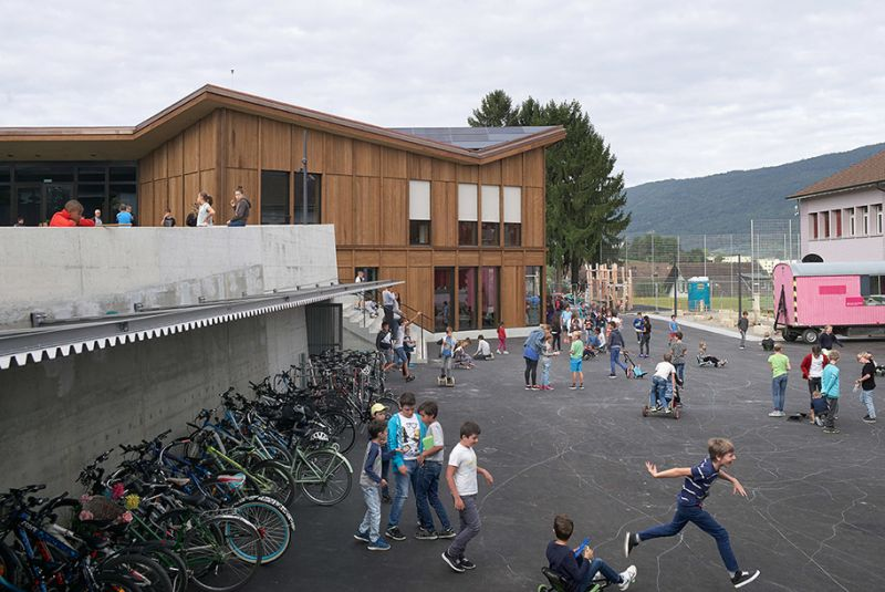 arquitectura sostenible_escuela Suiza_Skop_patio