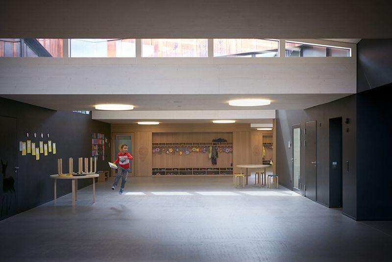 arquitectura sostenible_escuela Suiza_Skop_corredor