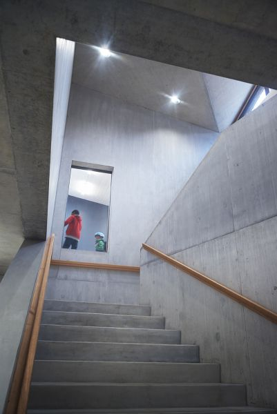 arquitectura sostenible_escuela Suiza_Skop_hall