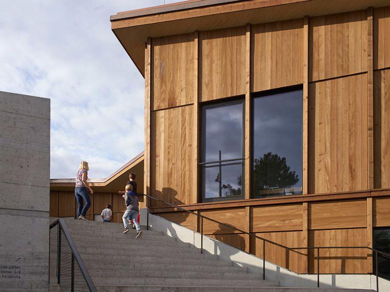 arquitectura sostenible_escuela Suiza_Skop_escalera