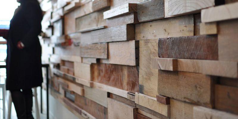 arquitectura sostenible_revestimientos interiores de materiales reciclados_madera