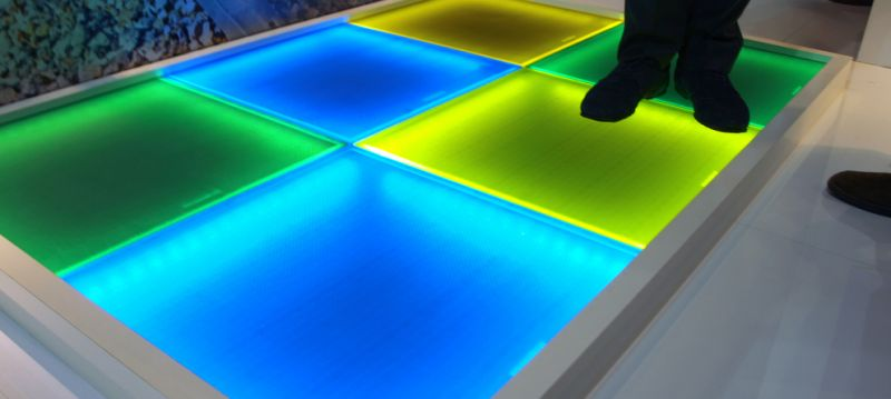 arquitectura sostenible_suelos fotovoltaicos_transitable