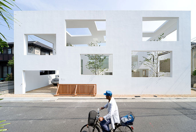 Arquitectura Sou Fujimoto_N House_exterior_Iwan Baan