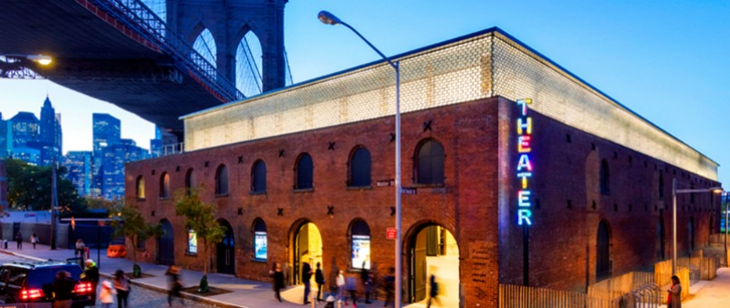 arquitectura, arquitecto, diseño, design, teatro, rehabilitación, almacén, sostenible, sostenibilidad, eficiencia energética, resiliencia arquitectónica, instalaciones, materiales, acero, vidrio, madera, insterpretación, ST. Ann's Warehouse, Marvel Architects, BuroHappold Engineering, Charcoalblue, Michael Van Valkenburgh Associates, Brooklyn, Nueva York, Estados Unidos