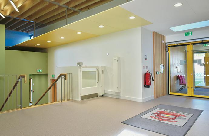 arquitectura_St Bronaghs Primary School_escaleras